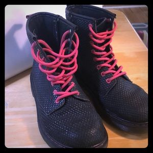 Girls Doc Marten Delaney Boot